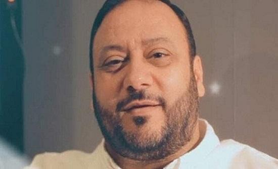 خالد مقداد في أول ظهور له من المستشفى ويحتفل بعيد ميلاده الـ50 .. شاهد