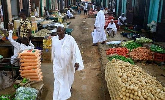 السودان يطلق خطة إنقاذ اقتصادي ويكشف مصير دعم الخبز والبنزين