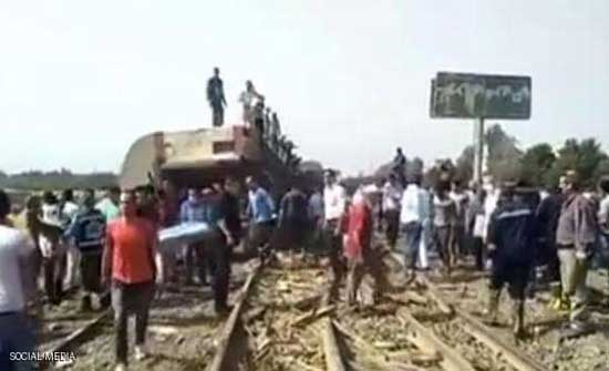 سقوط ضحايا واصابات بخروج قطار عن القضبان في بنها بمصر .. بالفيديو