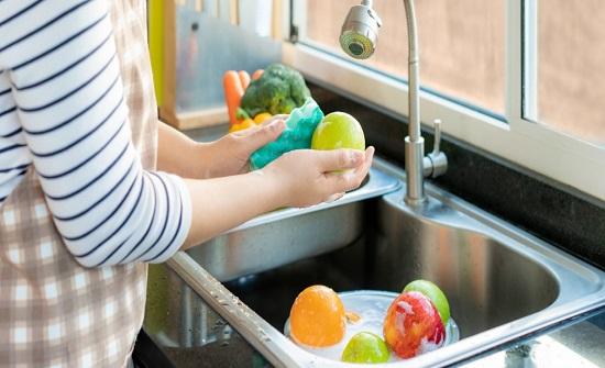 لماذا عليك عدم غسل المنتجات بالصابون أثناء جائحة كورونا؟
