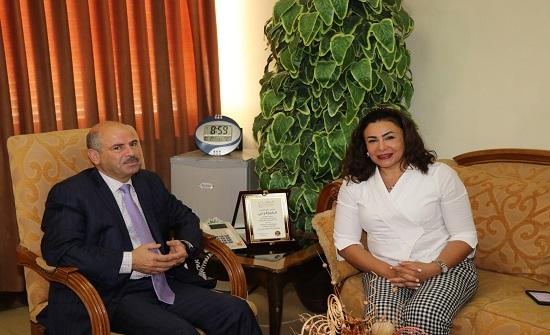 الوزير المفوض التجاري في السفارة المصرية تزور الإحصاءات العامة