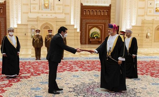 القهيوي يقدم أوراق اعتماده سفيرا للمملكة الى سلطان عُمان