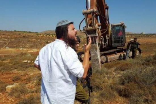 مستوطنون يجرفون أراضي الفلسطينيين في الخليل والاغوار الشمالية