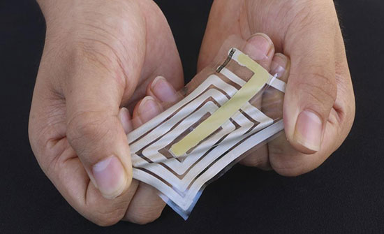تعمل كنظام تنبيه.. بطاقة لاصقة على الجلد لقياس النبض والنفس