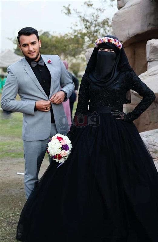 منتقبة ترتدي فستانا أسود ليلة زفافها (صور)