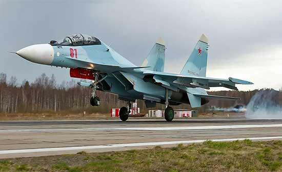 """مقاتلة """"سو 30"""" ترافق طائرة أمريكية اقتربت من الحدود الروسية"""