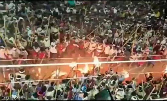 """الهند : أكثر من 100 مصاب في مهرجان """"القتال بالعصي"""""""
