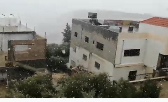 فيديو : تساقط الثلوج في السلط الخميس