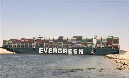 """""""إيفرجيفن"""" تغادر البحيرات المصرية بعد احتجاز 107 أيام"""