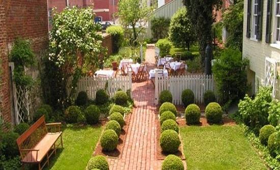 إربد : ريفيات يطلقن مبادرة لتجميل الحدائق المنزلية