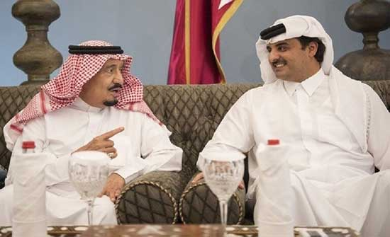 العاهل السعودي الملك سلمان يتلقى اتصالا هاتفيا من أمير قطر