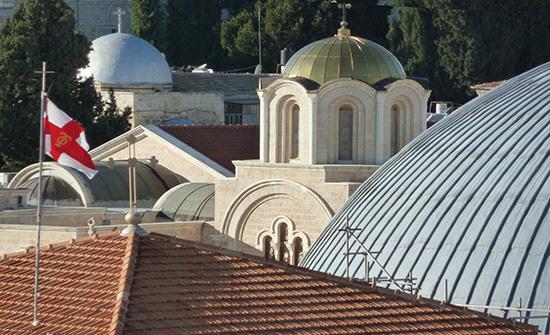 بطريركية الروم الأرثوذكس تودع مبلغا ماليا لحماية عقارات بالقدس المحتلة