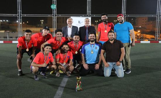 تكريم الفرق الحائزة على المرتبتين الأولى والثانية من البطولة الكروية في الزرقاء