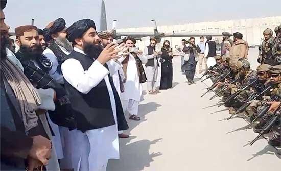 طالبان تعلن حكومتها خلال أيام وقطر تحثها على توفير ممر آمن للمغادرين