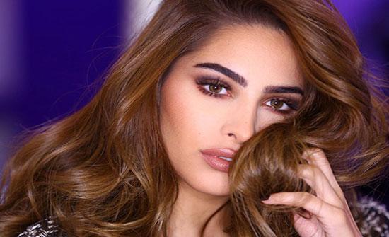 فوز الفهد بإطلالة صيفية مُذهلة: فستان قصير باللون الأصفر .. شاهد