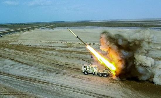 """إيران تطلق صواريخ من """"عمق الأرض"""" لأول مرة ضمن تدريبات .. بالفيديو"""