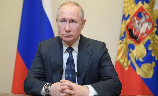 بوتين: المنزل أنجح طريقة لصد الوباء