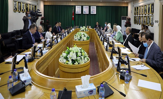 لجنة المرأة في الأعيان تطلع على واقع مشاركة المرأة في القطاع المصرفي