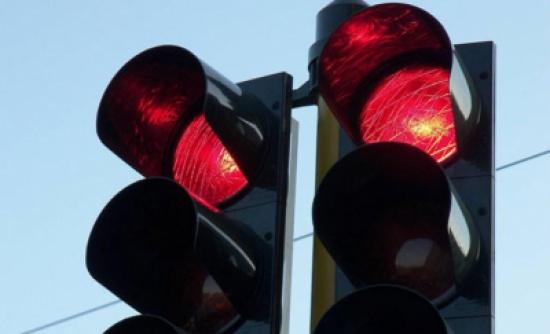 ضبط 197 مخالفة تجاوز إشارة ضوئية حمراء