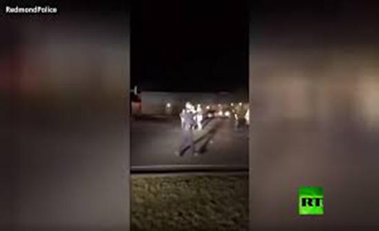 بالفيديو : رجال شرطة يشاركون شبانا في لعب كرة السلة في ريدموند الأمريكية