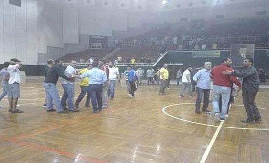 صورة  : شغب خلال تتويج  النادي العربي في نهائي كرة اليد في اربد