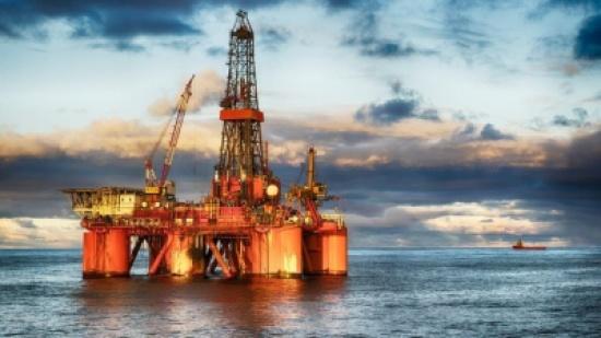 تباطؤ نمو الشركات الصينية يهبط بأسعار النفط إلى 61.79 دولار
