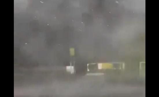 بالفيديو : امطار  طوفانية في الهند
