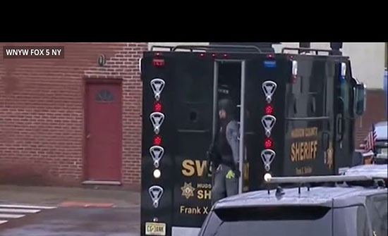 بالفيديو : قتلى وإصابات في إطلاق نار بولاية نيوجيرسي الأمريكية