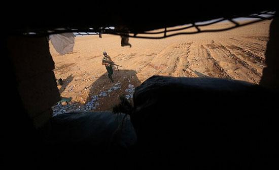 مصادر: إيران تحفر أنفاقا ضخمة في إحدى قواعدها العسكرية بشرق سوريا على الحدود مع العراق (صور)