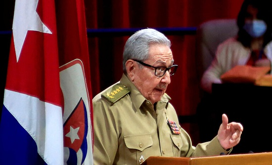 راؤول كاسترو يتخلى عن قيادة الحزب الشيوعي في كوبا