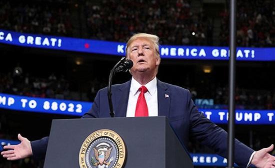 """ترامب """"يفاجئ الجميع"""" بمقترح بناء جدار.. وسط البلاد"""