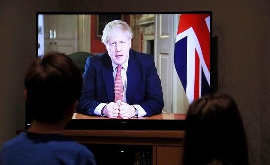 كورونا.. جونسون يشدد على ضرورة أن يبقى البريطانيون في منازلهم