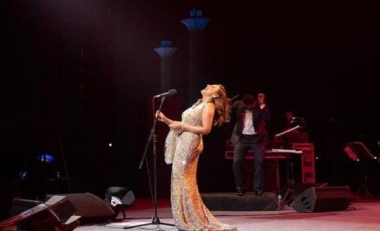 بالفيديو : أنغام تصدم الجمهور وتغني (يا حمارة)
