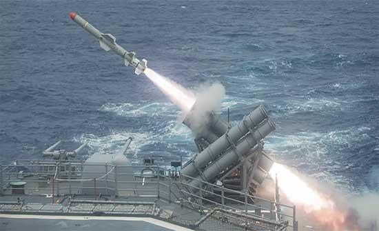 أمريكا تكشف تفاصيل حادث جديد لسفنها في الخليج أطلقت خلاله النيران .. بالفيديو