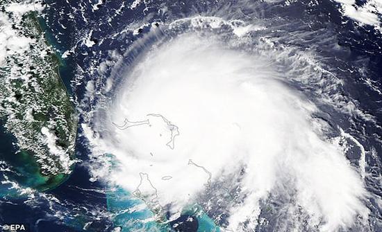 شاهد: الإعصار دوريان يقلب جزر الباهاما رأساً على عقب ويصبح ثاني أقوى أعاصير الأطلسي
