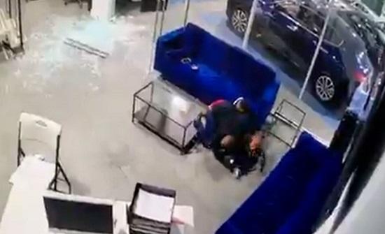 الولايات المتحدة.. أب يصد الرصاص بجسده عن أطفاله (فيديو)