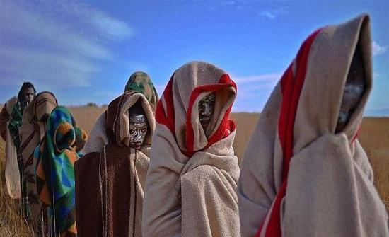 """كورونا يؤخر عبور فتيان قبيلة إفريقية إلى """"الرجولة"""""""