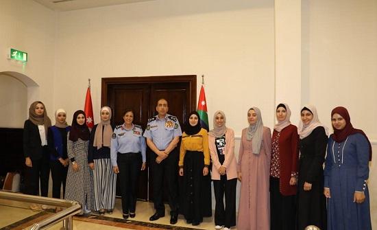 الحمود يكرم عدداً من مرتبات الشرطة النسائية