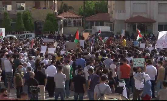 لليوم الثاني .. وقفة احتجاجية قرب السفارة الاسرائيلية تطالب بطرد السفير الإسرائيلي