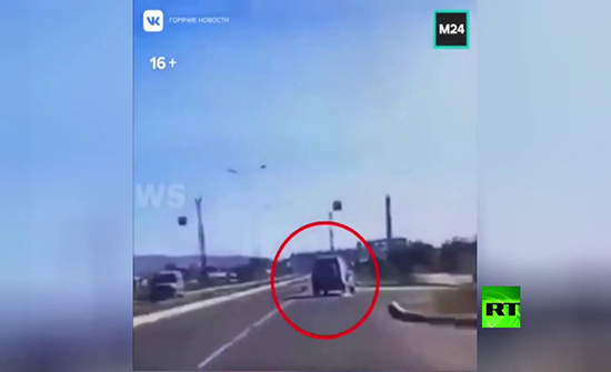 شاهد : كلب يتسبب بانقلاب سيارة دفع رباعي في روسيا