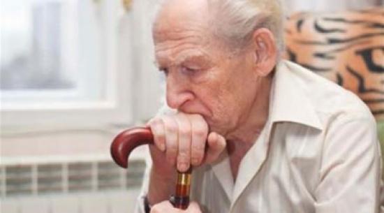 5 علامات مبكرة للالتهاب الرئوي عند كبار السن.. تعرف عليها