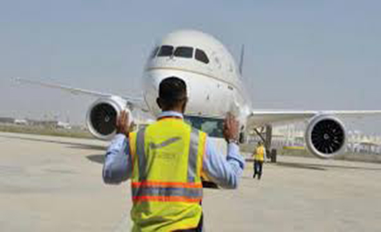 بحث القضايا المتعلقة بالنقل الجوي