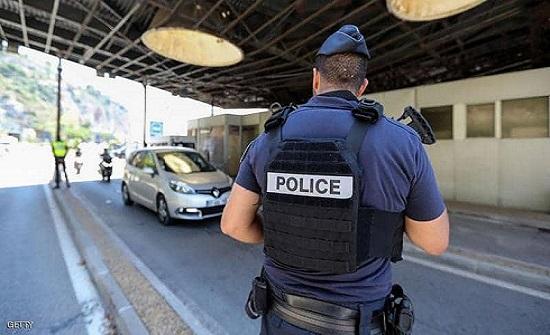فرنسا تعثر على عشرات المهاجرين داخل شاحنة
