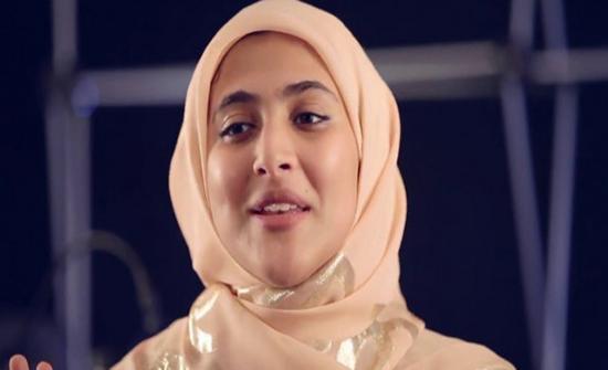 شاهد : أمينة كرم نجمة طيور الجنة تتخلى عن حجابها