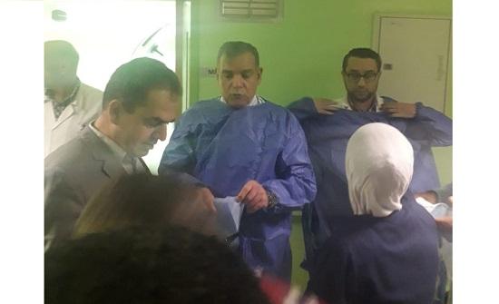 وزير الصحة يشارك في عملية جراحية لأحد مصابي حادثة جرش
