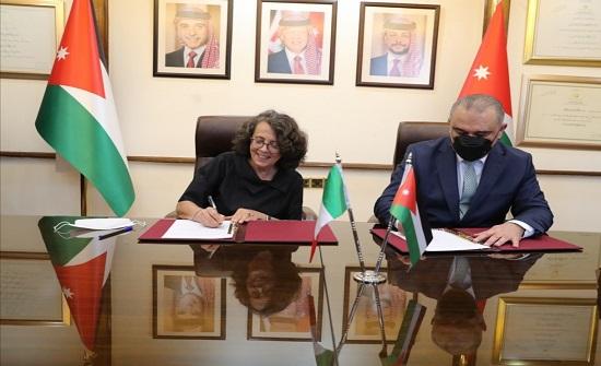 الأردن وايطاليا توقعان حزمة مساعدات انمائية بقيمة 235 مليون يورو