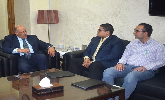 الناصر يلتقي موظفي الجهاز المركزي للتنظيم والإدارة المصري