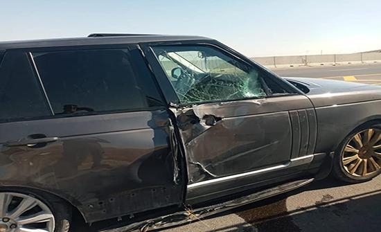 إصابتان اثر حادث تصادم لمركبتين في عمان .. صور