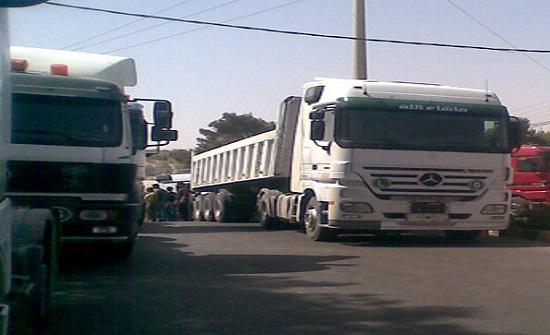 اهالي النعيمة باربد يطالبون بإيجاد طريق بديلة للشاحنات