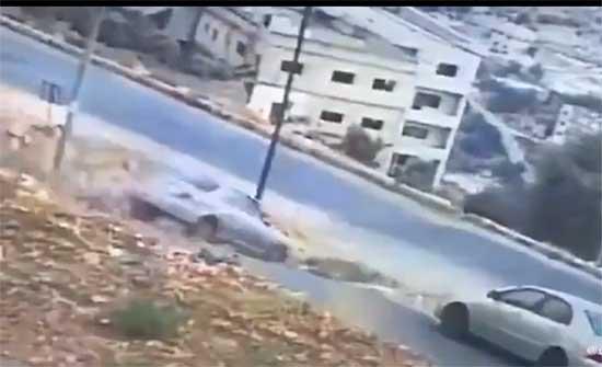 تدهور مركبة من منحدر في السلط .. بالفيديو